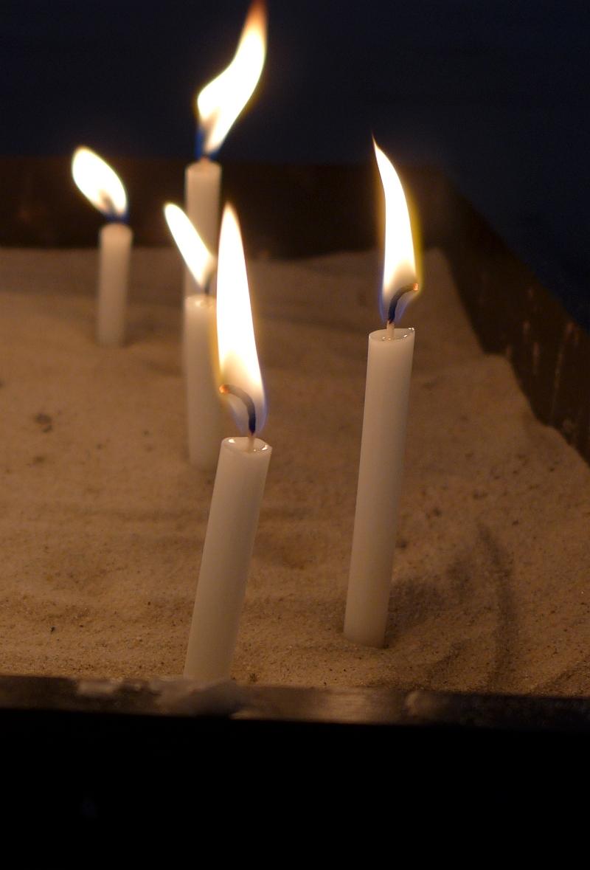 Kerzenbecken in der Cornelius-Kirche